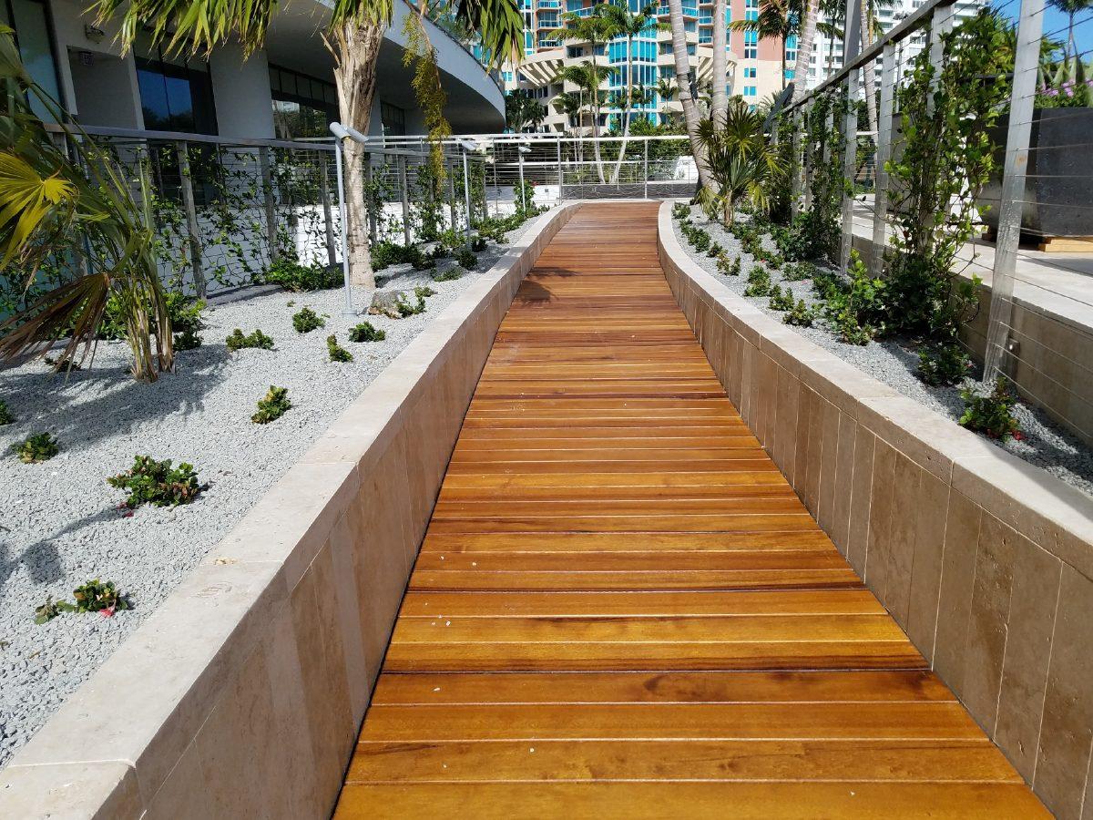 PtrBlt Miami Apogee Pool Deck leading to hotel