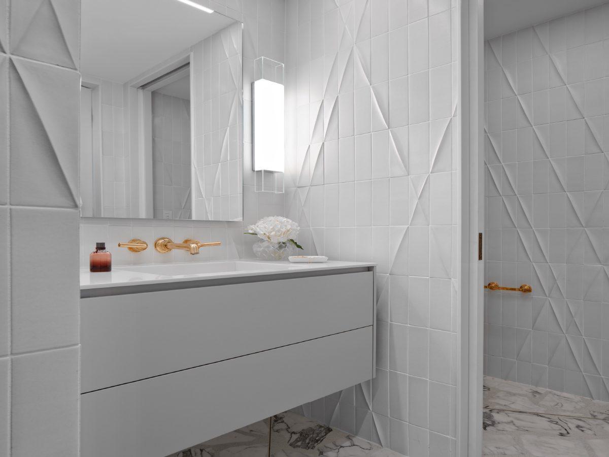 Carillon Miami residence white ceramic tile bathroom